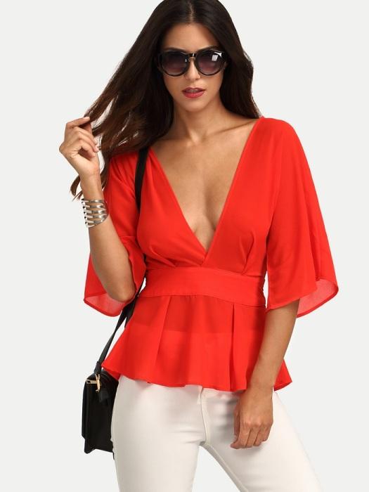 Блуза с глубоким декольте будет привлекать слишком много внимания. / Фото: m.emmacloth.com