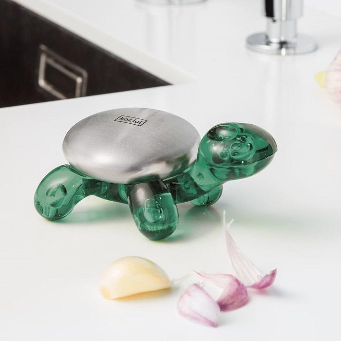 Металлическое мыло на подставке в виде черепахи. / Фото: giftprime.ru
