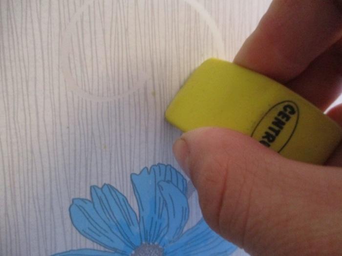 Используйте ластик для удаления пятен. / Фото: mgorod.kz