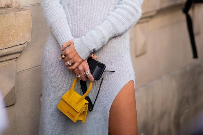 Маленькая сумка служит исключительно декором. / Фото: wanna.com.ua