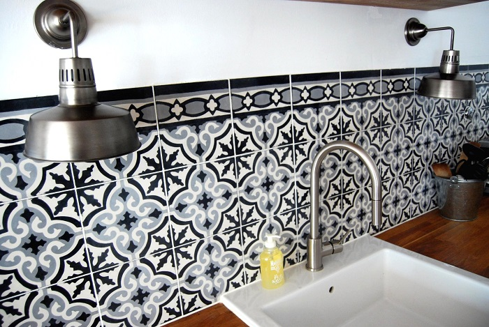 Крупную плитку легче мыть. / Фото: mirplitki.ru