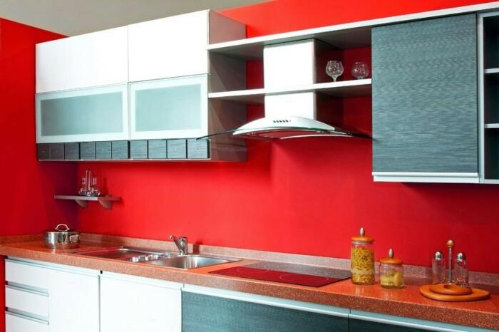 Краской можно покрыть всю стену, а не только фартук. / Фото: mnogomela.ru