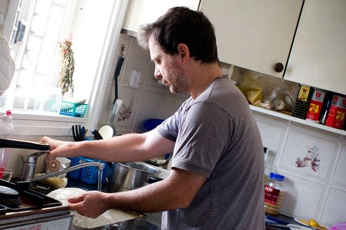Если вы готовили есть, значит, муж должен помыть посуду. / Фото: pinterest.ru