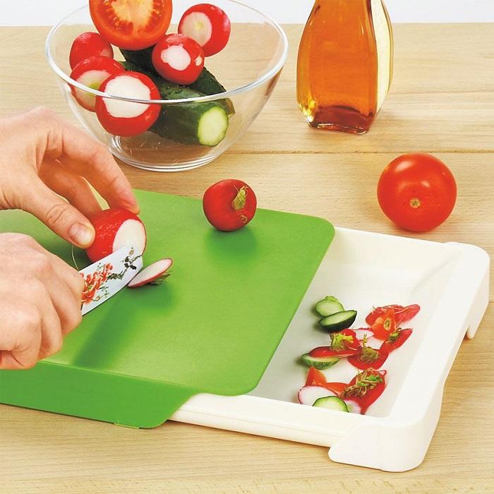 В ящик-поддон можно складывать как отходы, так и нарезанные кусочки продукта. / Фото: moymir.ru