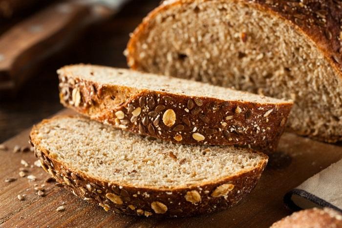 Мультизерновой хлеб лучше не покупать без упаковки. / Фото: aif.ru