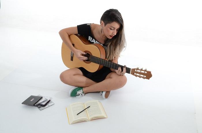 После месяца игры на гитаре не получится стать виртуозным музыкантом. / Фото: mywishlist.ru