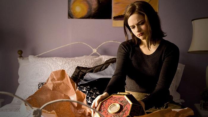 Если подарок не понравился, тактично промолчите. / Фото: themoviedb.org
