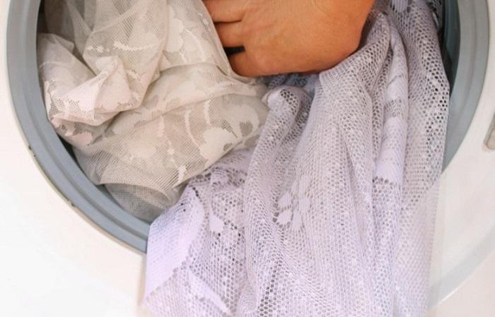 Тюль нужно стирать раз в полгода. / Фото: nyamkin.ru