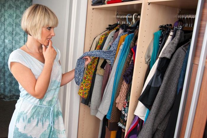 Вещи для гардероба нужно подбирать обдуманно. / Фото: nypost.com