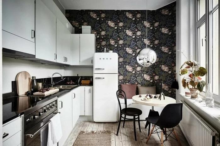 Темные обои отлично подходят для акцентной стены. / Фото: dizainexpert.ru
