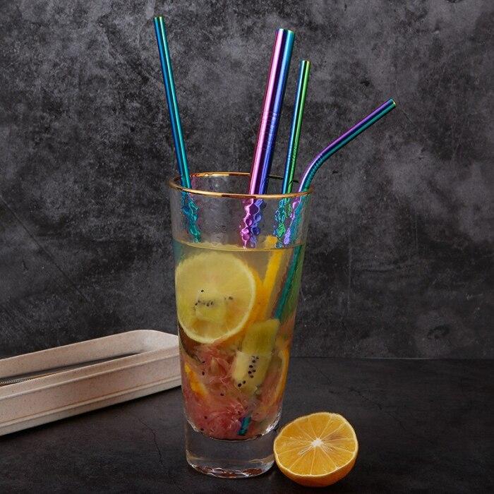 Многоразовые соломинки для напитков более выгодные. / Фото: ocha.ru
