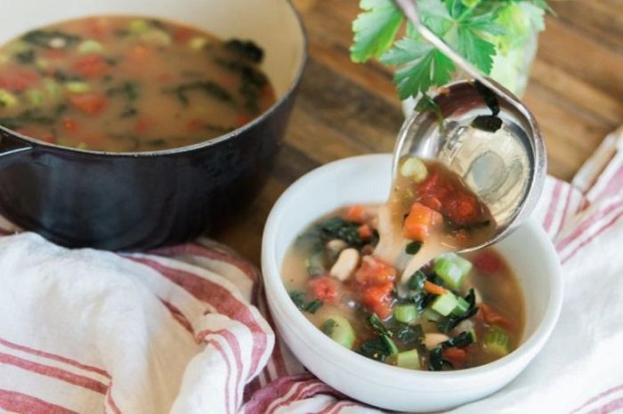 Наваристый овощной суп. / Фото: pinterest.ru