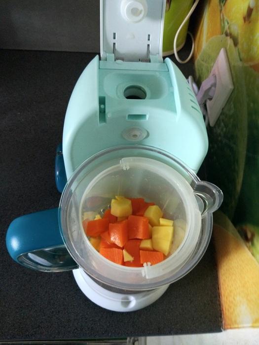 Измельчите овощи блендером. / Фото: fb.ru