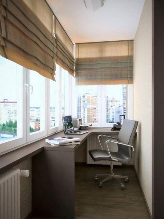 На балконе можно оформить полноценный кабинет. / Фото: pinterest.de