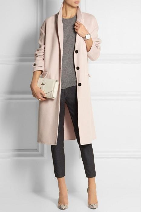 Оптимальная длина пальто - чуть ниже колена. / Фото: pinterest.es