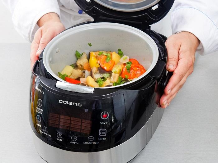 В мультиварке можно готовить множество блюд. / Фото: polar.ru
