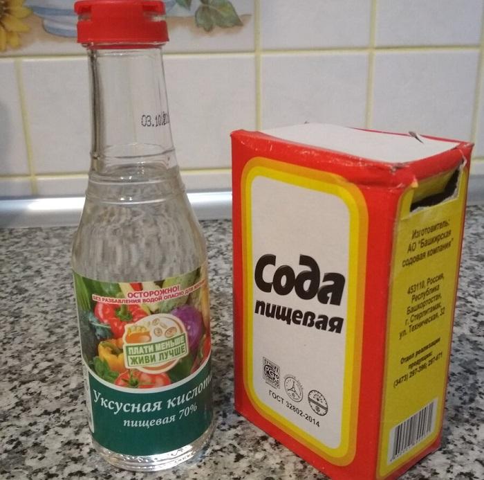 Сода и уксус против различных загрязнений на кухне. / Фото: remoskop.ru