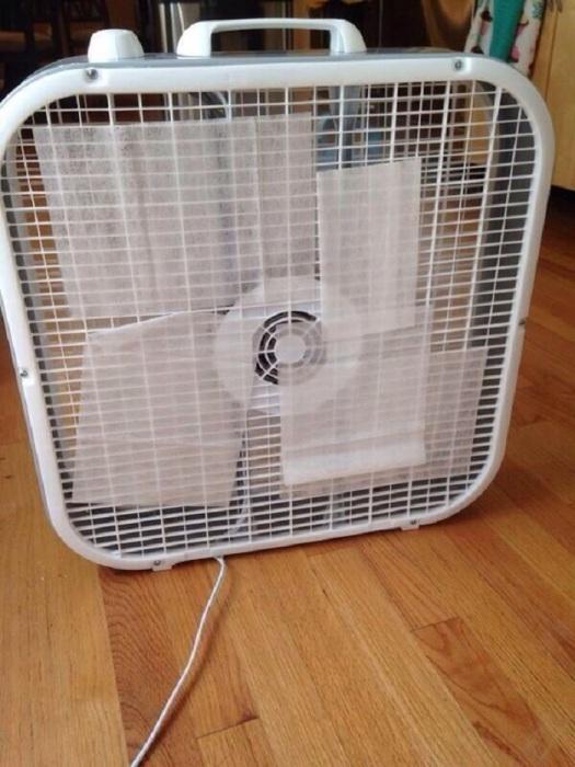 Влажные салфетки на вентиляторе быстро высыхают. / Фото: pikabu.ru