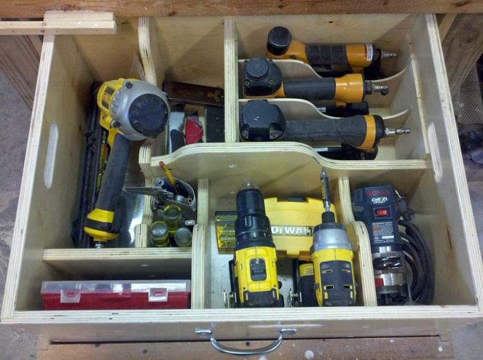 Инструменты проще хранить в специальном ящике. / Фото: drevesina.net
