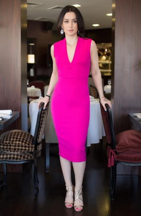Тина Канделаки в ярком платье. / Фото: posta-magazine.ru