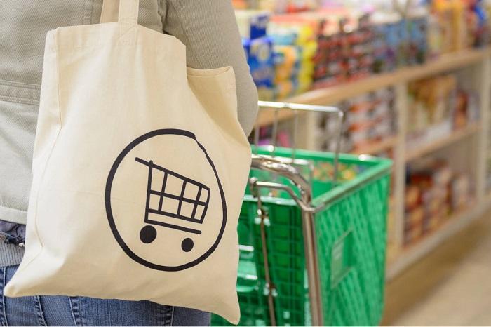 За многоразовыми тканевыми сумками нужно ухаживать. / Фото: cutetattoo.org
