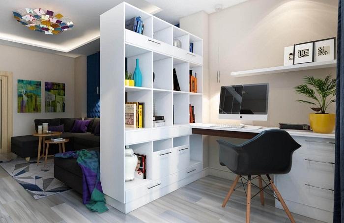 Отделите рабочее место от гостиной стеллажом. / Фото: tabulo.ru