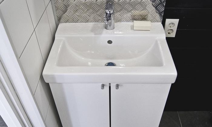 Раковина хорошо смотрится в интерьере ванной. / Фото: fb.ru