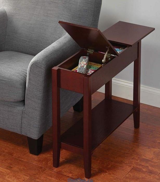 Компактный столик с двумя отделениями займет минимум места в комнате. / Фото: rascalartsnyc.com