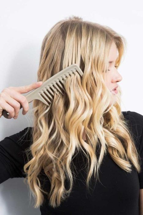 Чем больше расчесываете волосы, тем меньше кудрей остается. / Фото: swjournal.ru