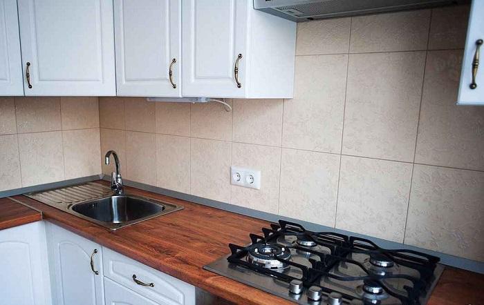 На кухне недостаточно двух розеток. / Фото: legkovmeste.ru