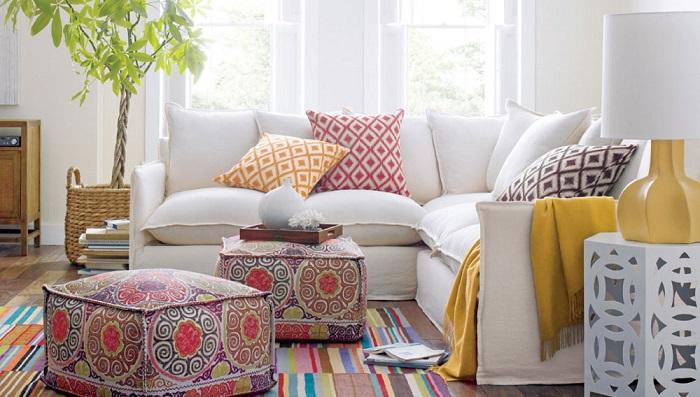 Подушки и пуфы помогут объединить остальные элементы интерьера в единую композицию. / Фото: razvitierebenka.net
