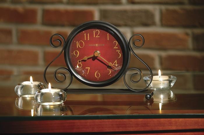 Настольные часы будут выполнять еще и декоративную функцию. / Фото: remont-samomy.ru
