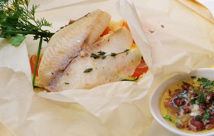 Рыба ан папийот готовится в пергаменте. / Фото: priprava.club