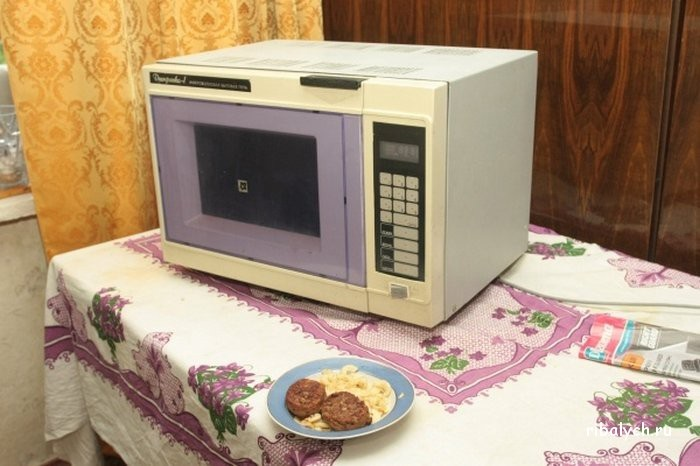 Советская микроволновая печь «Днипрянка». / Фото: ribalych.ru