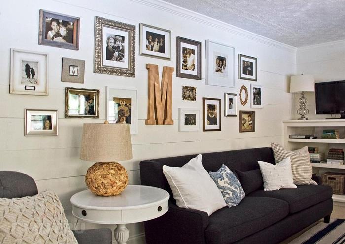 Для семейных фото можно выделить отдельную стену. / Фото: rmnt.ru