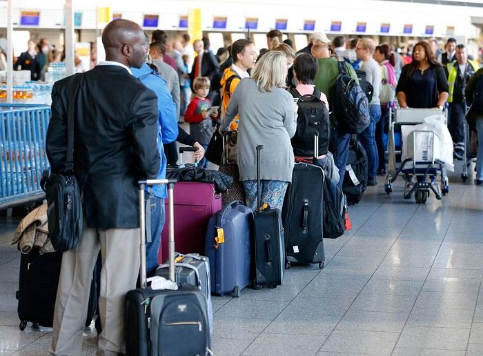 В аэропортах долго приходится стоять в очереди. / Фото: rubic.us