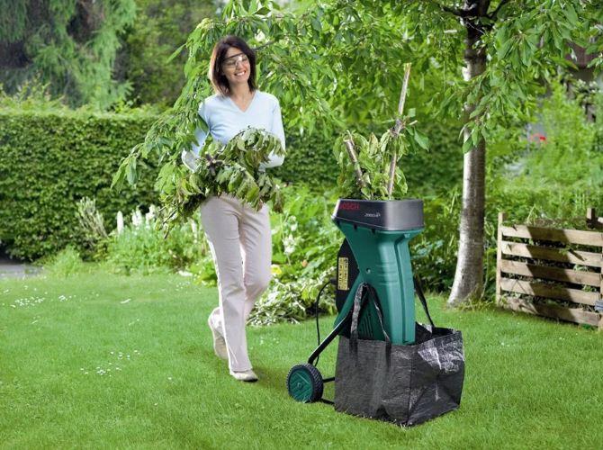 В частных домах пользуются садовым измельчителем отходов. / Фото: yapokupayu.ru