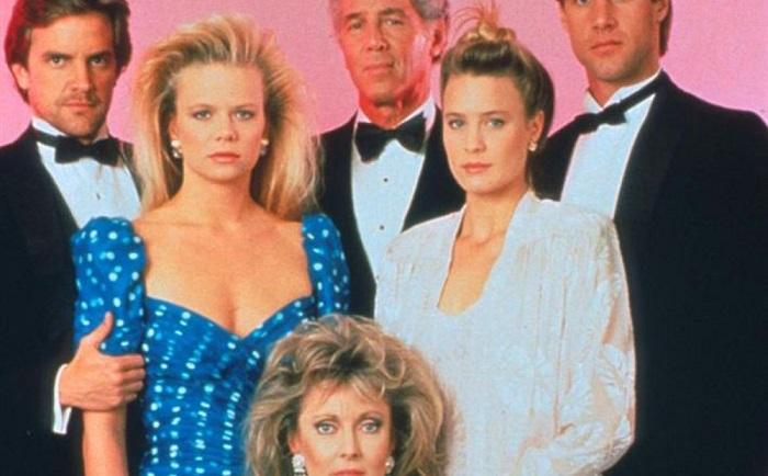 Платье в горох в стиле 90-х сейчас как никогда актуально. / Фото: yaplakal.com