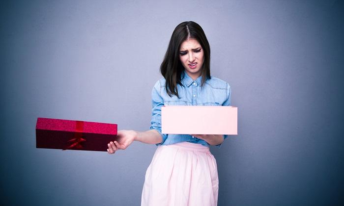Подаренная вещь может быть связана с негативными воспоминаниями. / Фото: sheknows.com