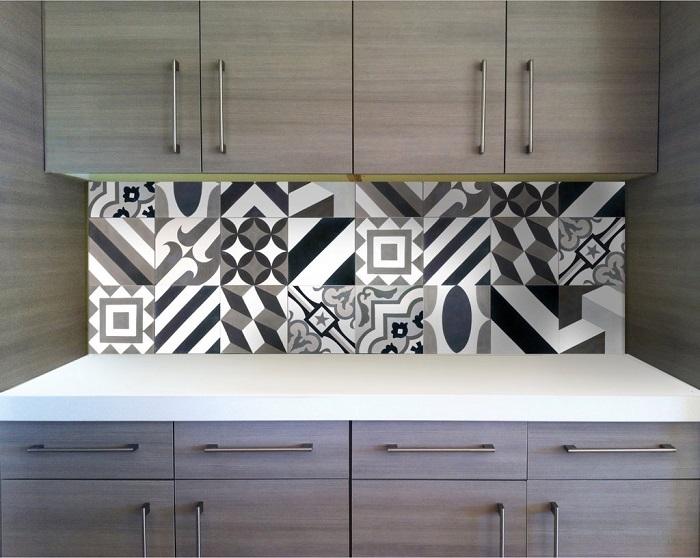 Модный геометрический рисунок на кухонном фартуке. / Фото: shopify.com