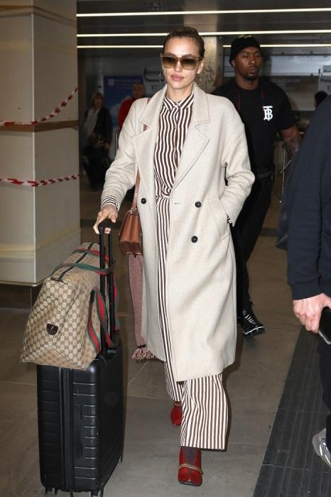 Ирина Шейк в костюме и пальто от Mango. / Фото: showdream.org