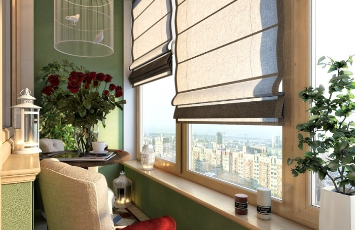 Римские шторы - самый популярный вариант. / Фото: shtorydekor.ru