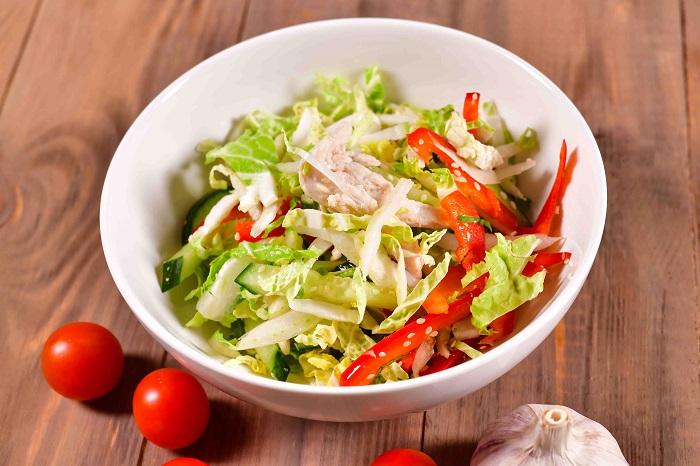Овощной салат с легкой заправкой. / Фото: silverpanda.ru