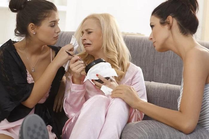Девушки любят жаловаться на жизнь, чтобы их пожалели. / Фото: sb-advice.com