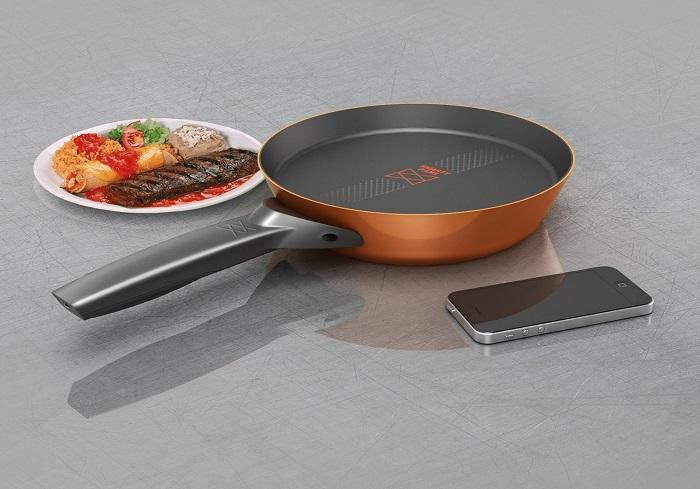 Умная сковорода дает подсказки в процессе готовки. / Фото: domik.ua