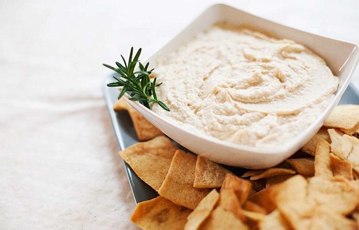 Густой соус на основе белой фасоли. / Фото: food.inmyroom.ru