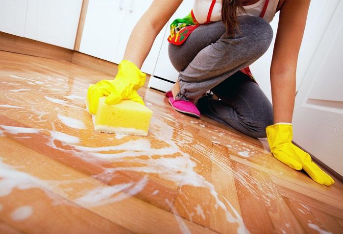 Пол приходится мыть чаще всего. / Фото: jkuhnya.ru