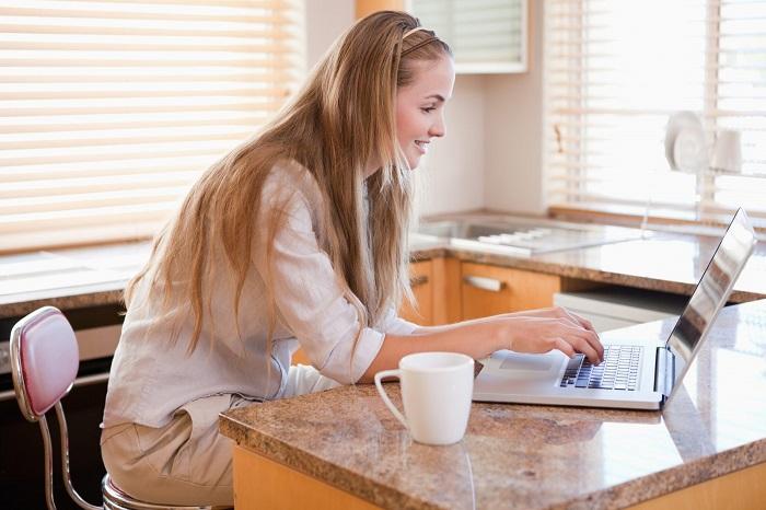 Можно просто расположиться с ноутбуком за обеденным столом. / Фото: specialedresource.com