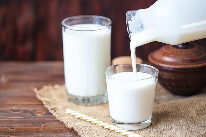 Стакана молока вполне хватит для приготовления каши. / Фото: moydom.moscow