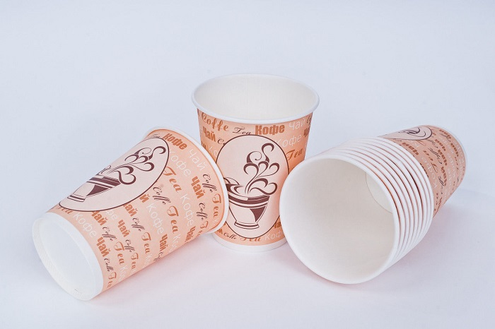 Бумажные стаканчики выглядят более празднично, чем пластиковые. / Фото: gorodpack.ru